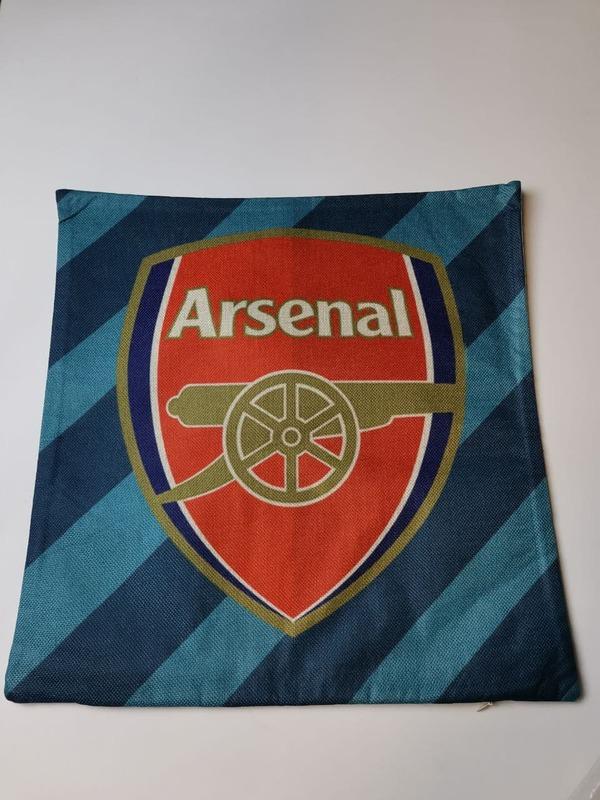 Арсенал наволочка на подушку с эмблемой
