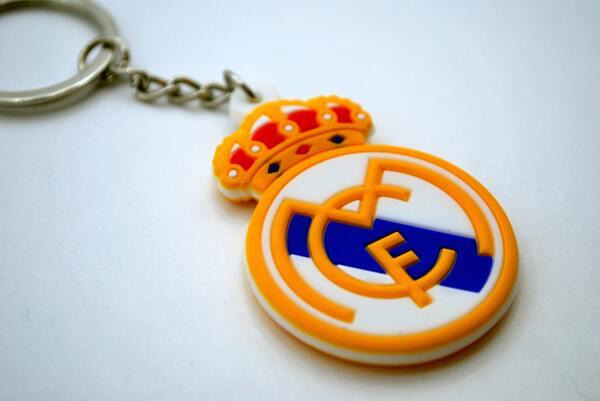 брелок с эмблемой Реала
